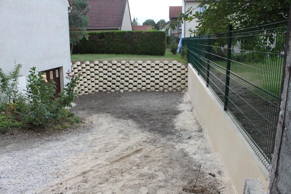 Paysagiste oise 60 cr ation jardin terrasse soissons for Mur descente de garage